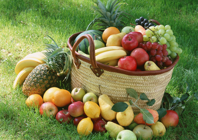 Обои на рабочий стол корзина фруктов